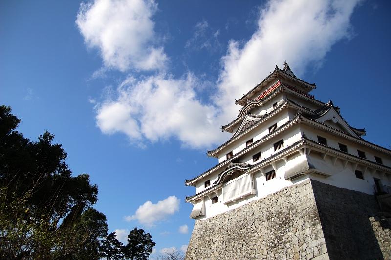 Karatsu Castle in Saga Prefecture. The castle tower rises above the vertically sheer stone walls.