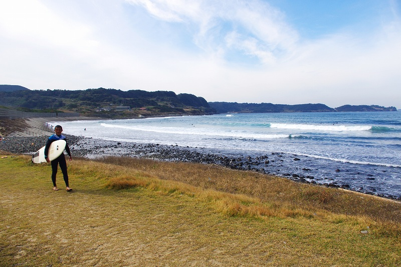 This is the Tategami Surf Point near Tategami Rock. It is one of the most famous surfing spots in Kyushu, Japan with a long history and great waves.