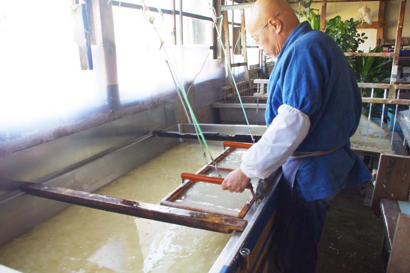 This is the Matsuo Washi Workshop in Yame. Artisans make paper from water containing plant fibers and other materials, using filters made of wood.